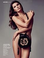 巴西超模全裸登杂志 双手遮私处性感诱人