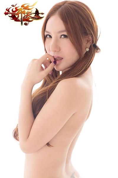 """《古神开天》职业代言人RiRi因长相酷似日本女优""""泷泽萝拉""""而备受玩家关注。这次我们带来了RiRi的多种不同风格写真,为你展现出万种风情。"""