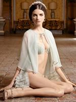 巴西风情美模杰莎宫廷内衣性感秀