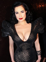 脱衣舞娘全裸演绎3D打印礼服 碰撞复古性感