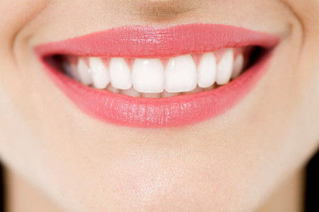 烤瓷牙修复牙齿时也能美白牙齿吗