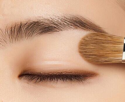 经常贴双眼皮贴的人能割双眼皮吗