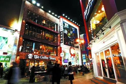 韩国明洞夜晚街景