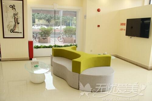 广州艺美整形医院大厅休息区