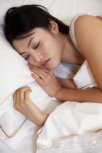 假体隆鼻后侧睡