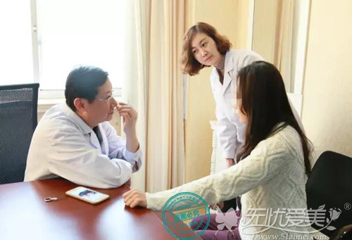 杨教授面诊得出手术方案