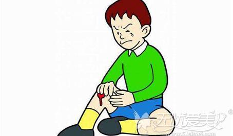 受伤对疤痕体质的人来说很痛苦