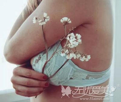 腋下赘肉是副乳