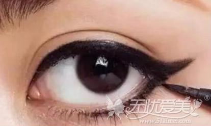 纹眼线后妆很浓