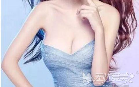 假体隆胸做出美丽胸线