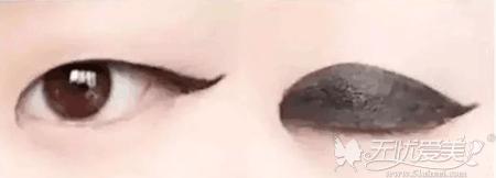 肿眼泡画眼线没有美感