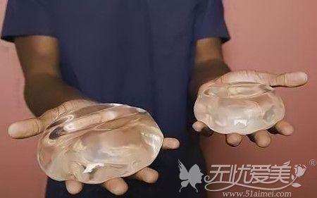 隆胸假体大小不一样