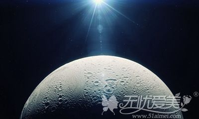 面部出现痘坑就想月球表面一样