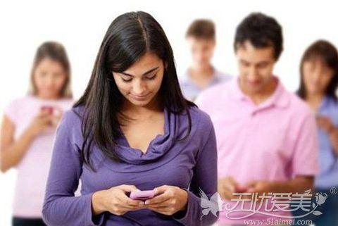 鼻综合术后多久可以长时间低头看手机?